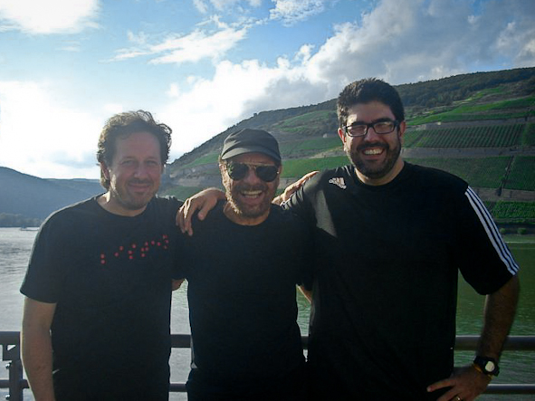 "Backstage with João Bosco and Kiko Freitas, presenting the album ""Senhoras do Amazonas""."
