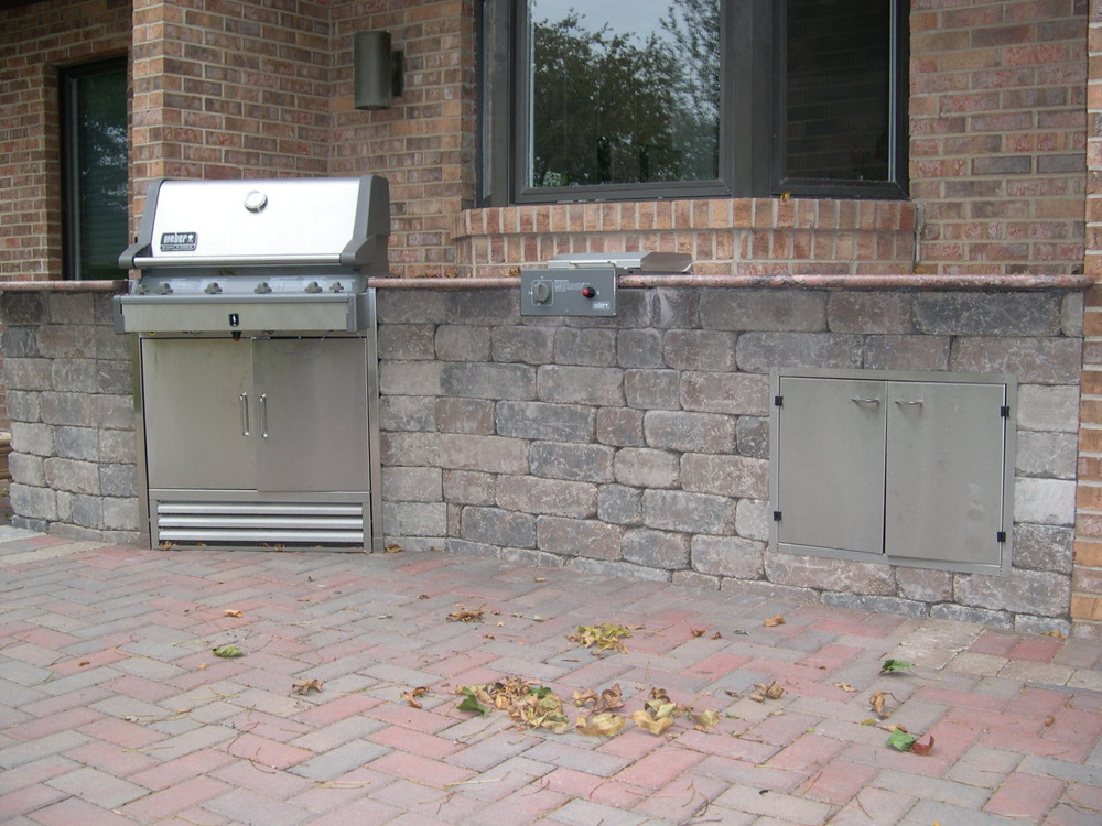 outdoor kitchen with built in grill