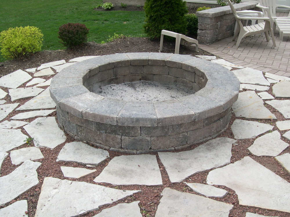 firepit with flagstone