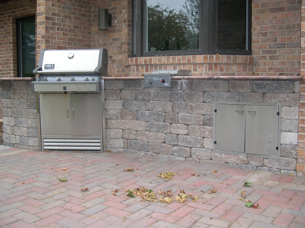 Outdoor Kitchen with built in grill.JPG