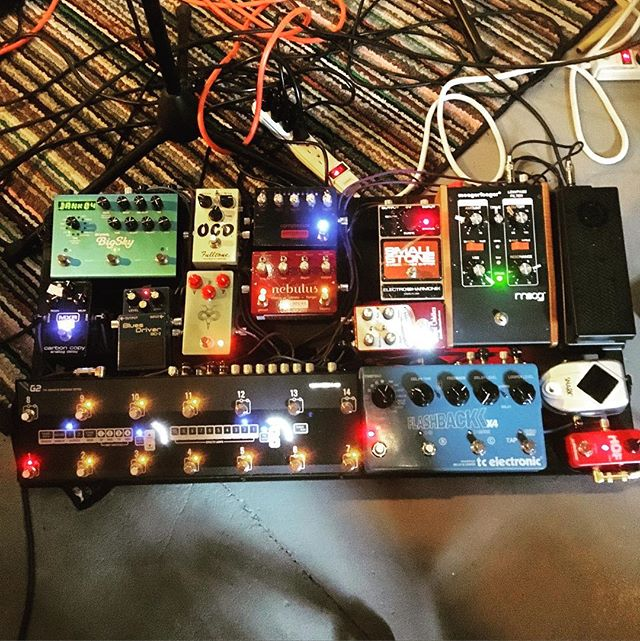 Current pedal board. Not much new except an American small stone instead of the Russian. #floatyfeelingblue #pedalboard