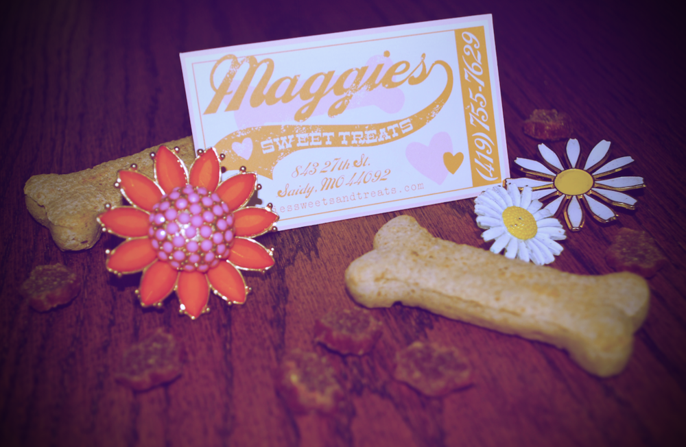 maggies-sweet-treats-daisy-bohemian-hippie-logo-business-card-vintage-nonna-illustration-design