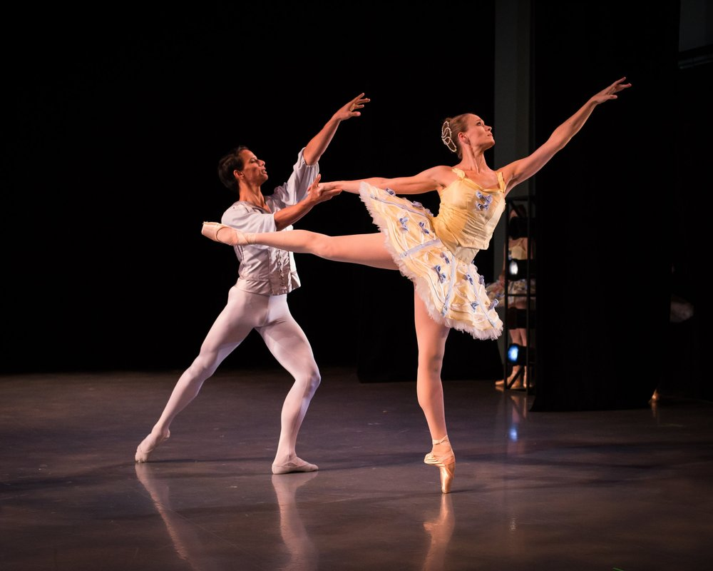 Randy Pacheco and Kenna Draxton in Balanchine's Divertimento No. 15