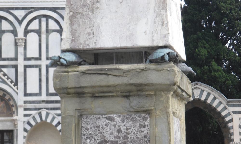 Detail of turtles on the obelisk. Photos by me.