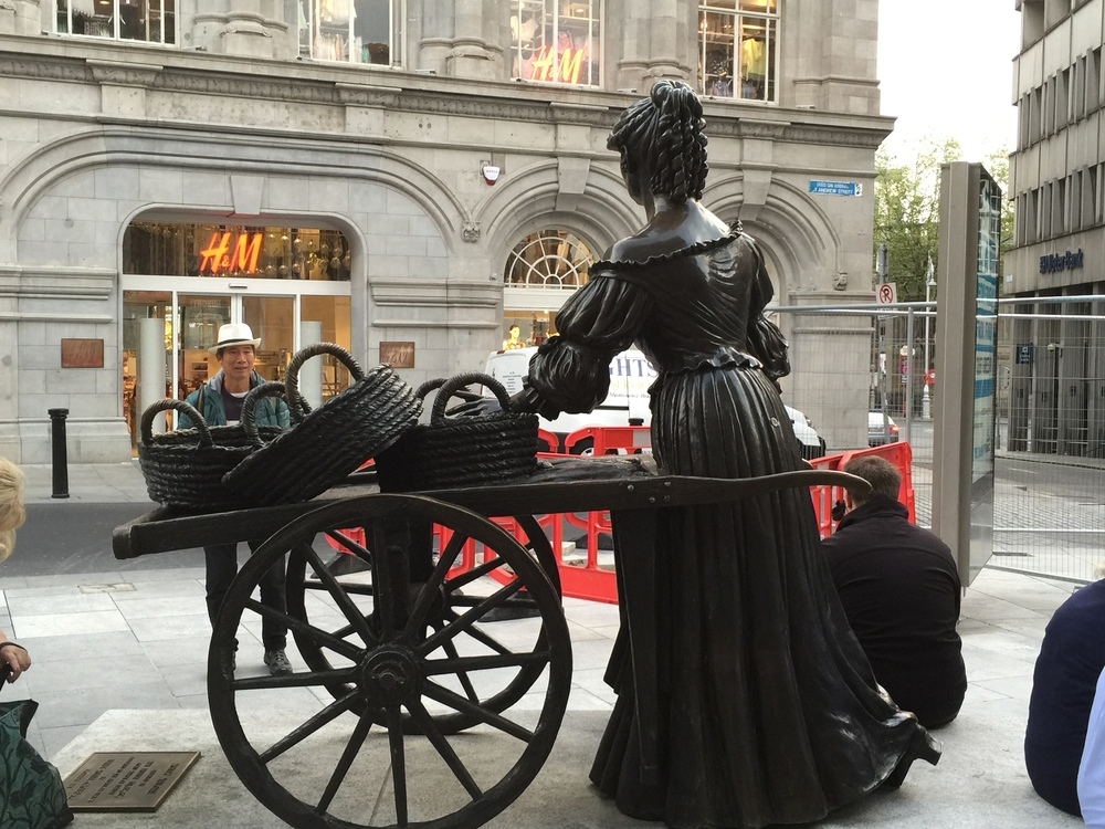 Sculpture of Molly Malone.