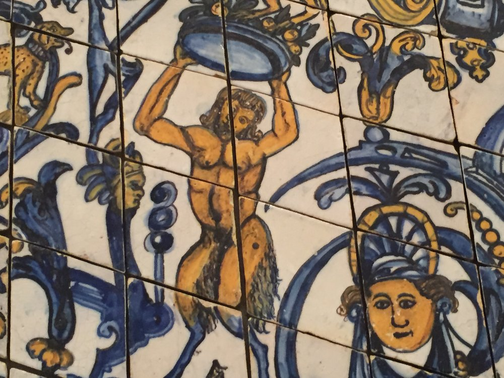Traditional motif in Museo do Azulejo.
