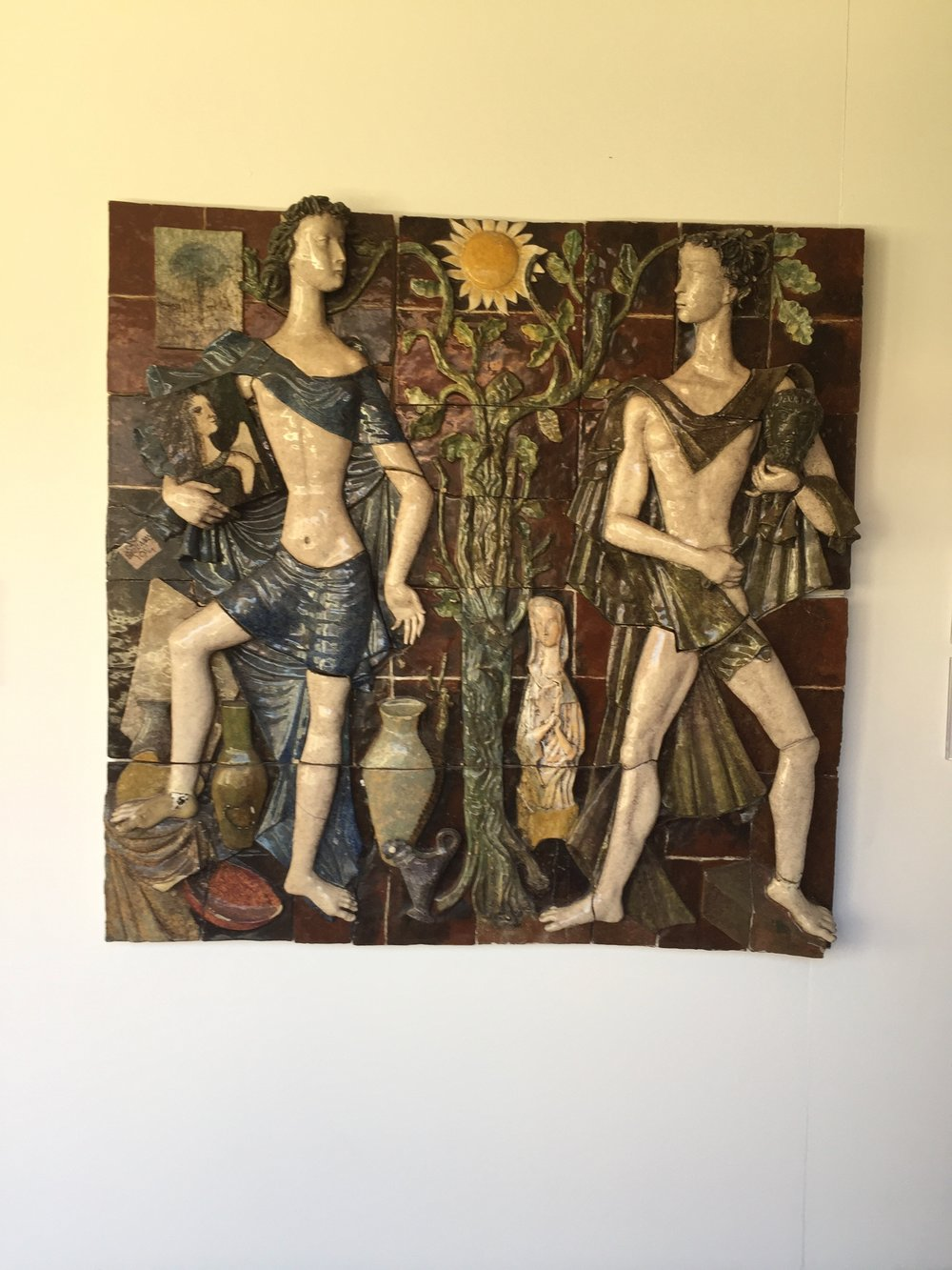Representation of the archetypes of Sculpture and Painting in tile.