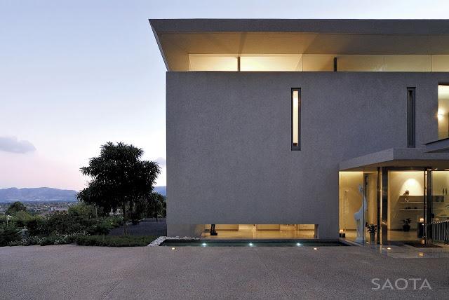 Modern_Villa_Montrose_House_by_SAOTA_Cape_Town_South_Africa_world_of_architecture_worldofarchi_03.jpg