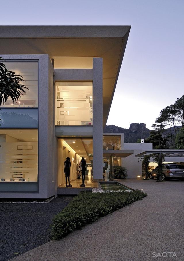 Modern_Villa_Montrose_House_by_SAOTA_Cape_Town_South_Africa_world_of_architecture_worldofarchi_09.jpg