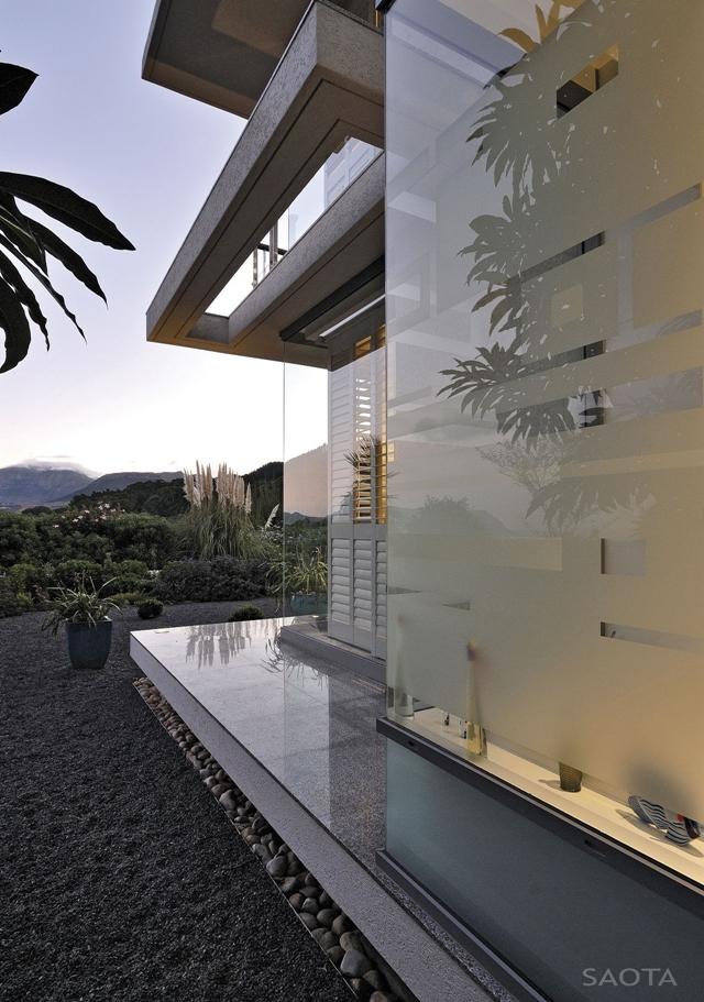 Modern_Villa_Montrose_House_by_SAOTA_Cape_Town_South_Africa_world_of_architecture_worldofarchi_10.jpg