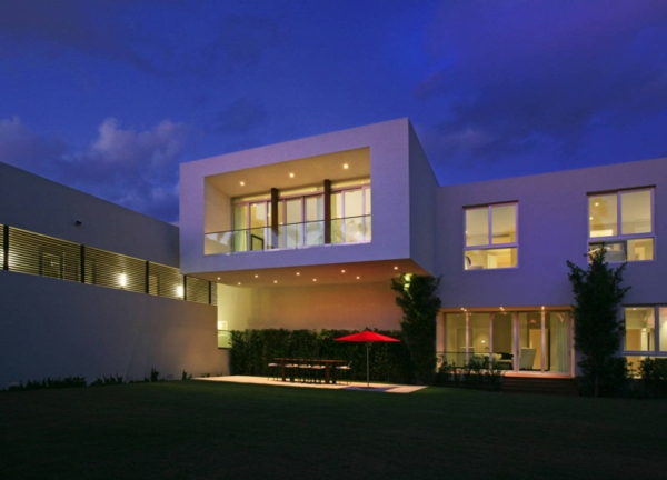 contemporary-luxury-waterfront-house-miami-2.jpg