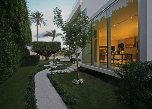 contemporary-luxury-waterfront-house-miami-3.jpg