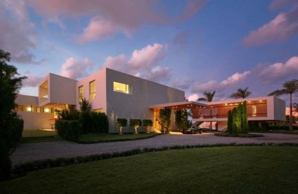 contemporary-luxury-waterfront-house-miami.jpg