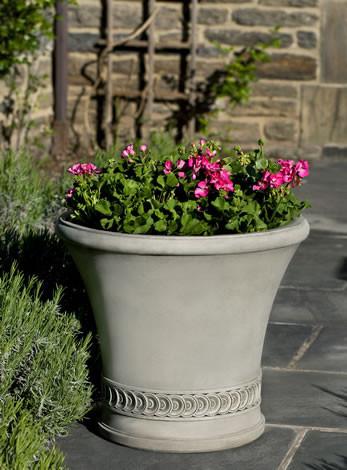 Vallier Planter $535
