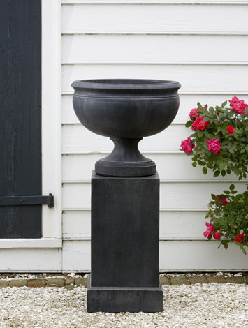 Williamsburg Plantation Urn $220