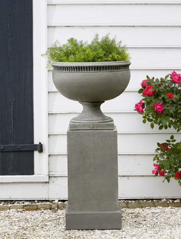 Williamsburg Tayloe House Urn $220