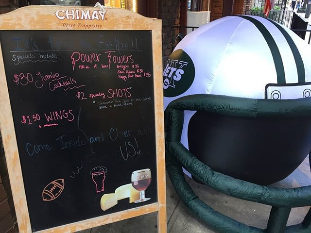 It's Football Sunday!!! Watch every game on simultaneously here. Just look for the giant Jets helmet.  Be sure to ask about out football specials.  #football #footballsunday #sunday #drinkspecials #brewsnyc #HoB #hellskitchen