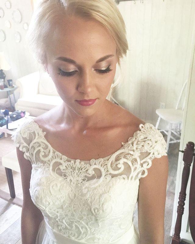 Because Ahhhh! Pretty bride. 😍😍 #makeup #makeupartist #mua #bride #wedding #weddingmakeup #btc #behindthechair