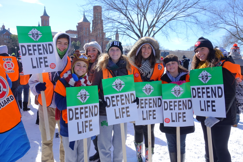 Students from Notre Dame High School in Peoria, IL holding signs from the KofC.