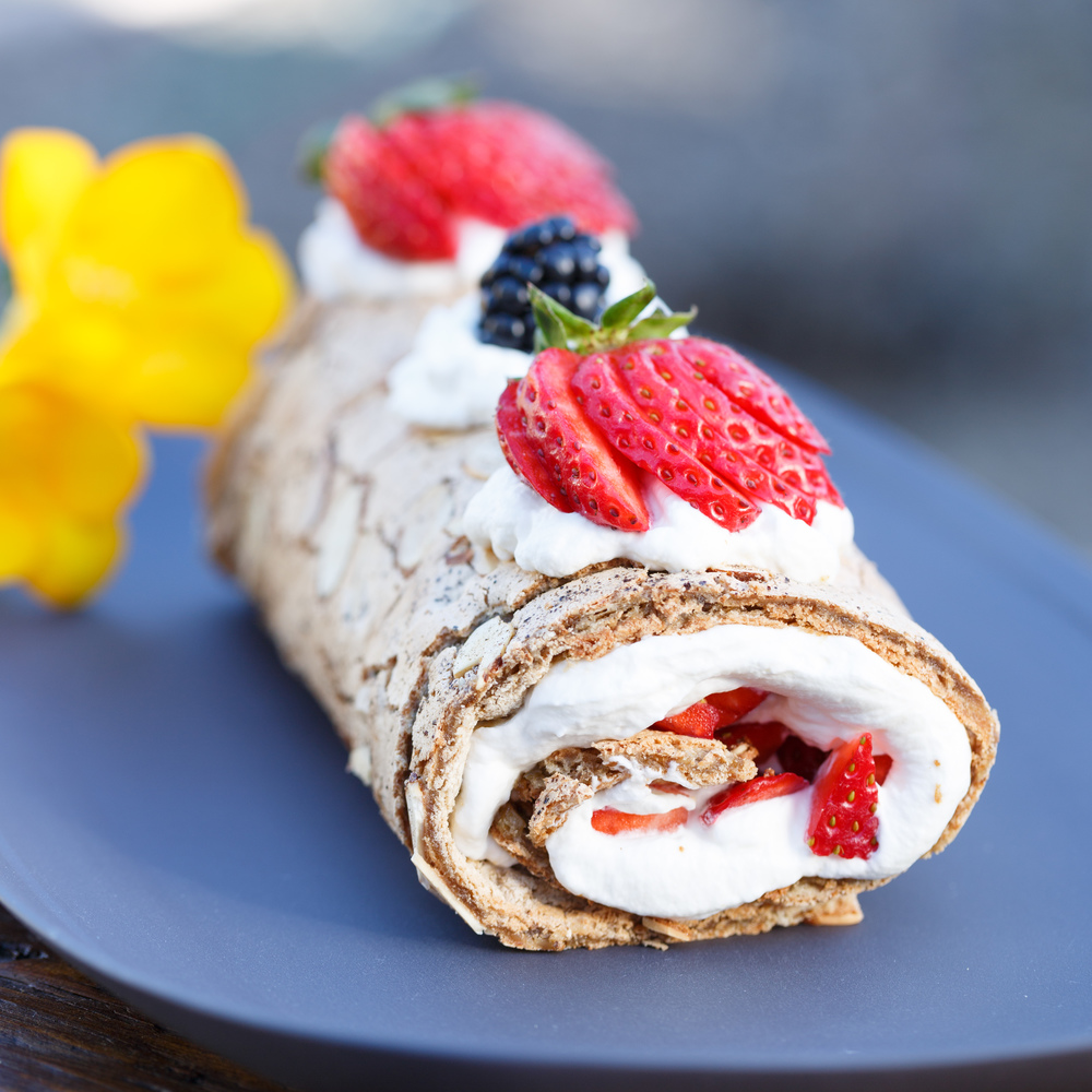 Fragilite Roulade with Liquorice and Berries