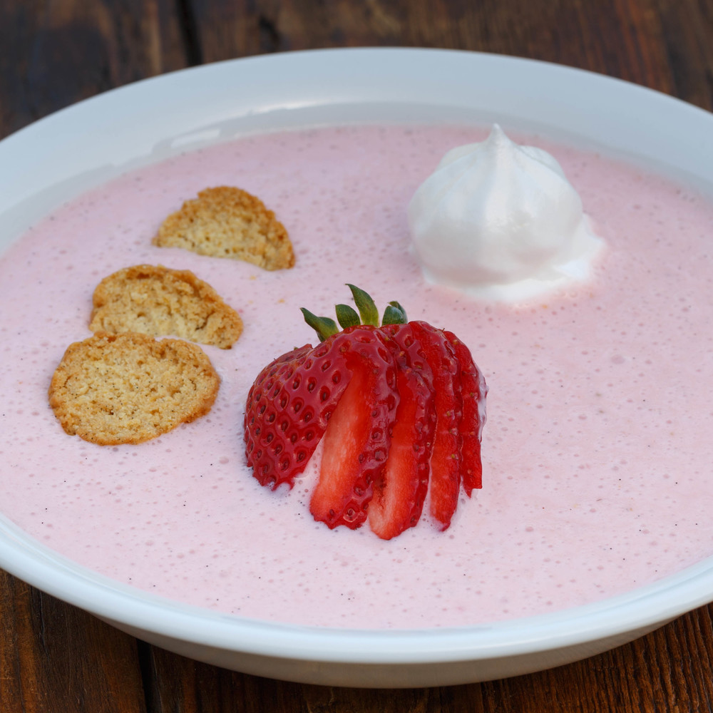 Strawberry Koldskål - Cold Sweet Strawberry Buttermilk Soup