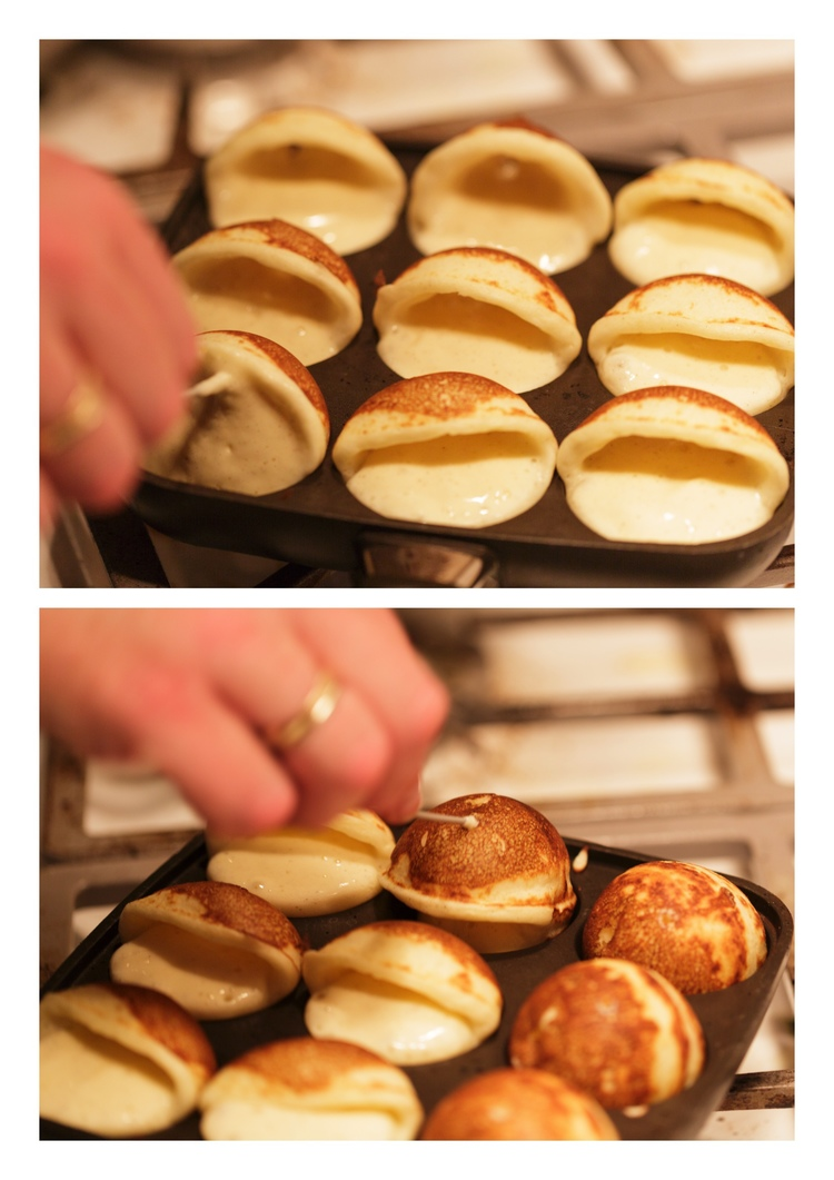 Turning æbleskiver.