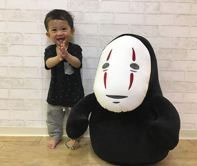 Look who's found himself a new friend! Now how would we get this guy home in our luggage?!?! #cute #cutebaby #noface #spiritedaway