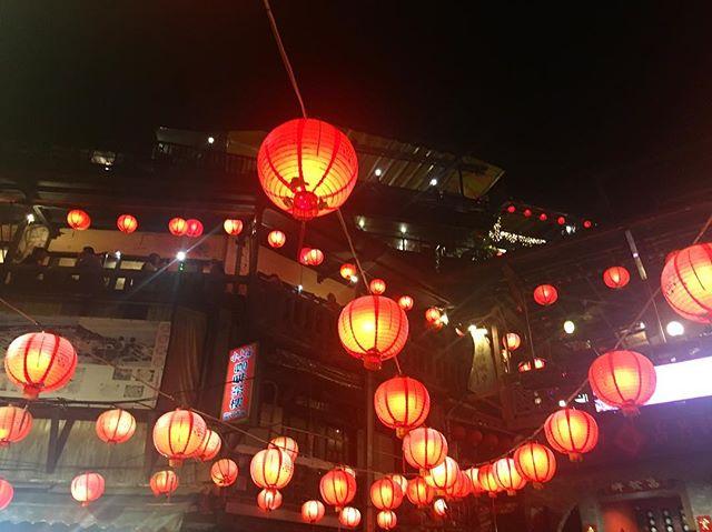 #jiufenoldstreet was the place that inspired #hayaomiyazaki for his movie spirited away!! Truly a  beautiful place🏮🏮🏮 #Taiwan #jiufen #lanterns #spiritedaway