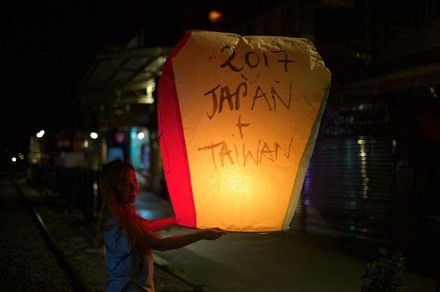 My own sky lantern at the end of an awesome day in Jiufen/Shifen!! What a day!!! 🏮#lanterns #jiufen #shifen #shifenskylantern #Taiwan