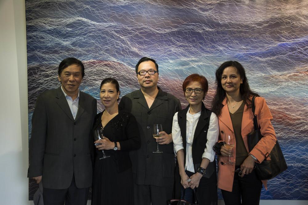 台北當代藝術館石館長(左一)、文化部紀委員(中)