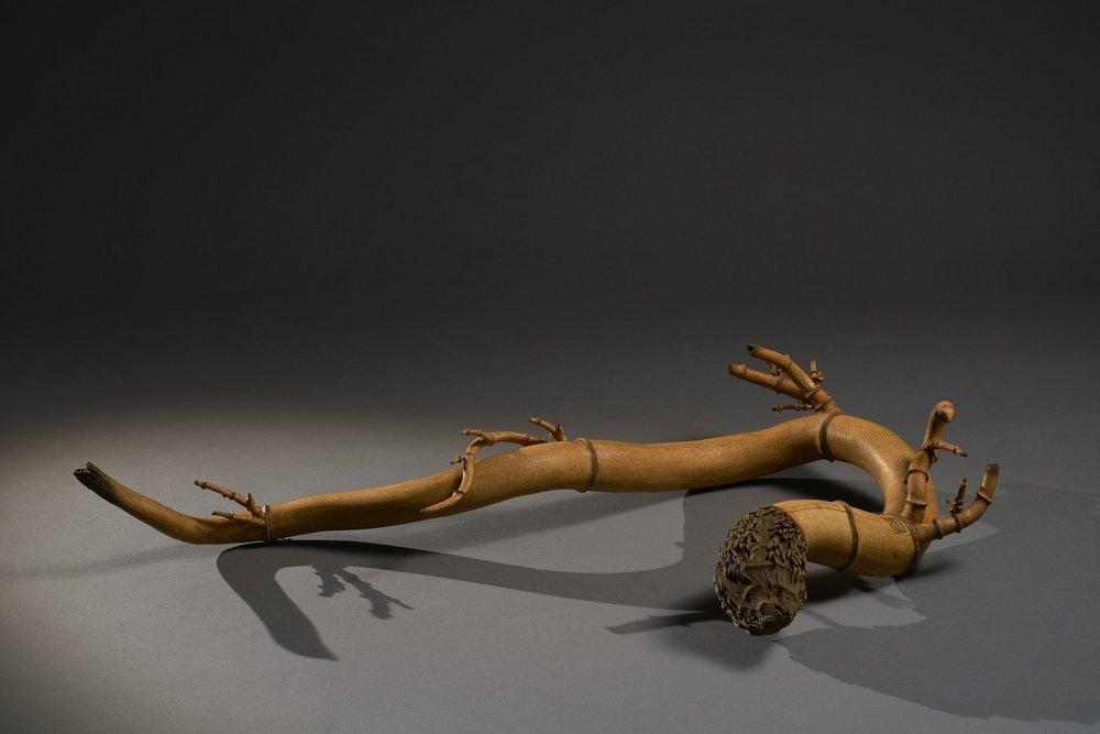 潘安儀 御風而行 70×75×13cm 2016 墨染陶雕