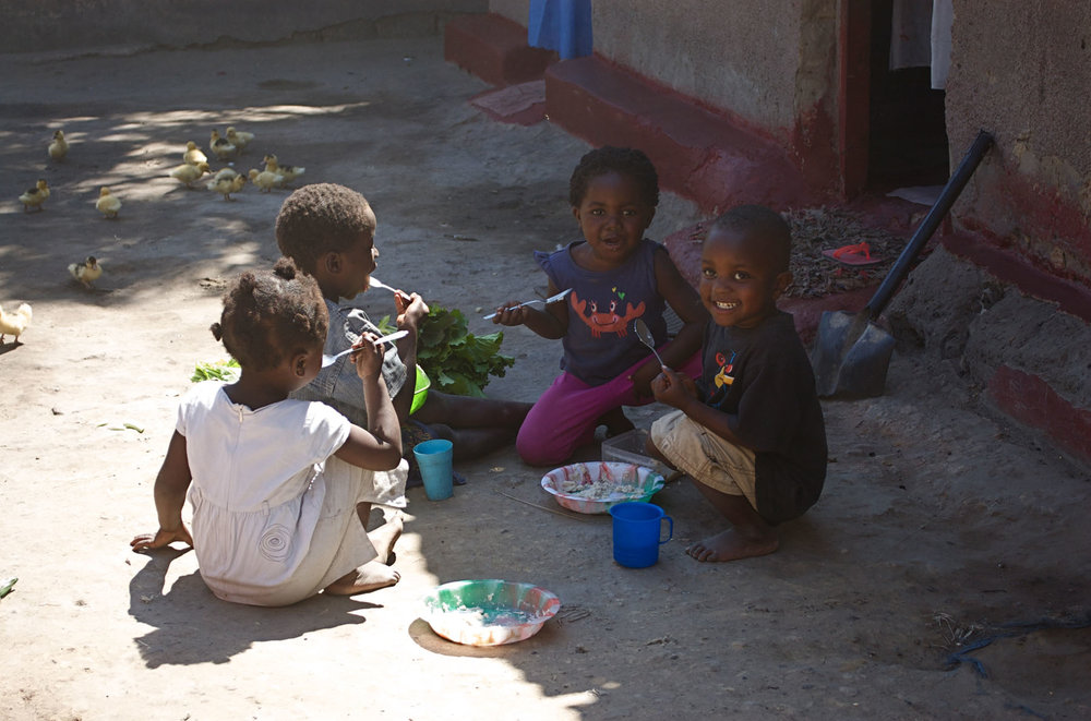 Zambia kids  eating.jpg