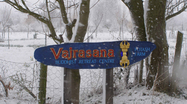 vajrasana_sign_in_the_snow.jpg
