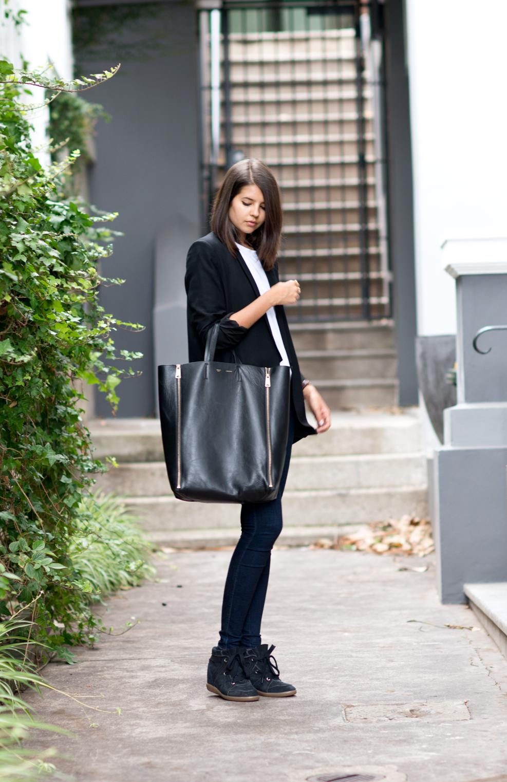 Helmut Lang boyfriend blazer, Alexander Wang T-shirt, Nobody Denim jeans, Isabel Marant Bobby sneakers, Celine Cabas bag.