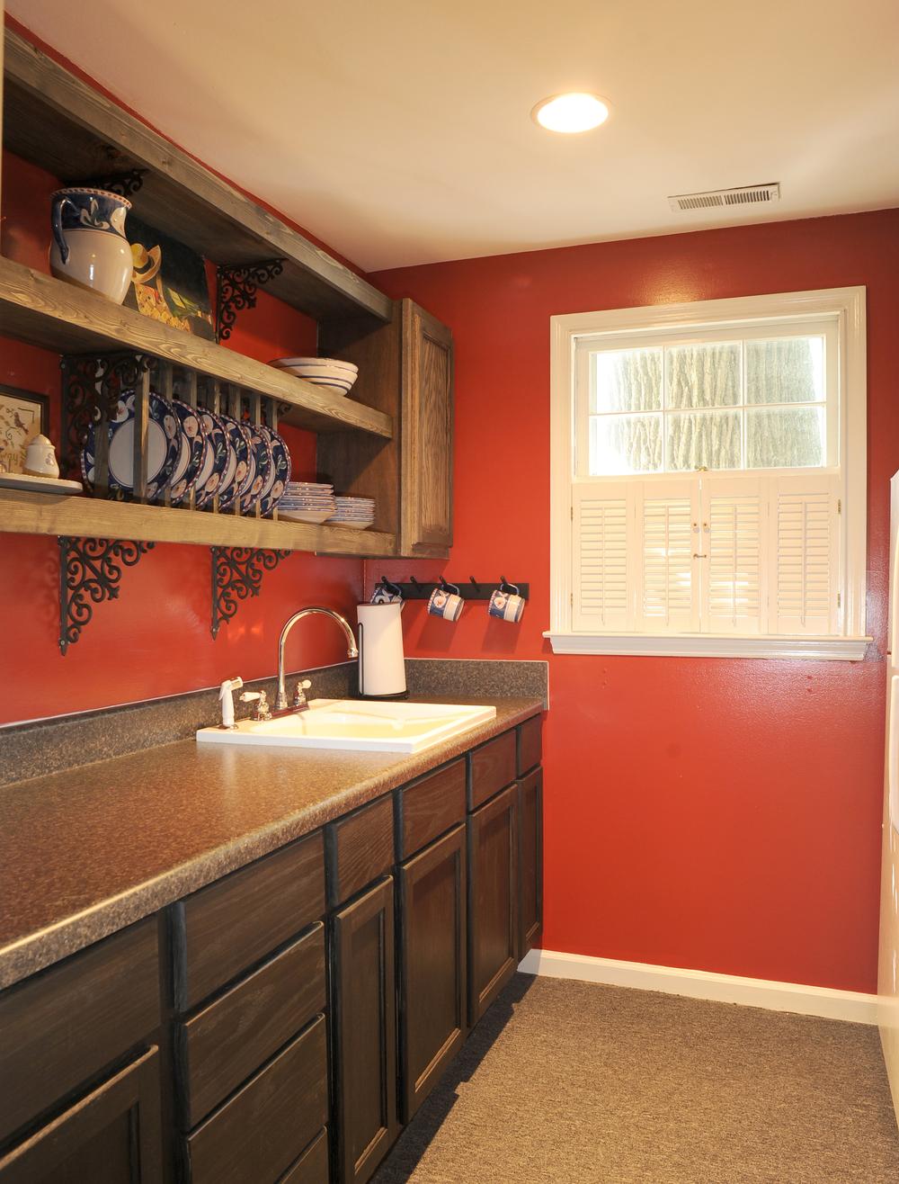 CaptQrts-kitchen1.jpg