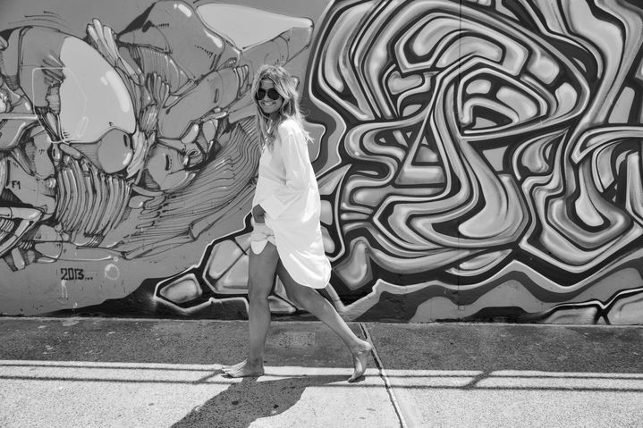 Elle's fashion essentials: denim shorts and white shirts.