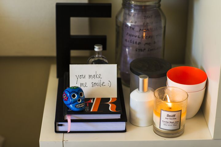 Cute handwritten notes from friends take pride of place on Elle's bookshelf