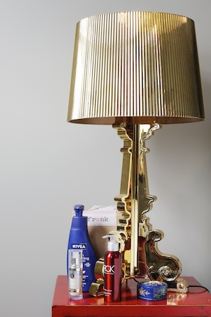 Filomena keeps her body silky smooth with Frank coffee scrub, Nivea and Tahitian Monoi Oil. Lamp by Kartell.