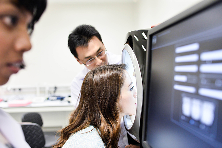 Using the Visia machine to analyse the surface reflection and condition of the skin