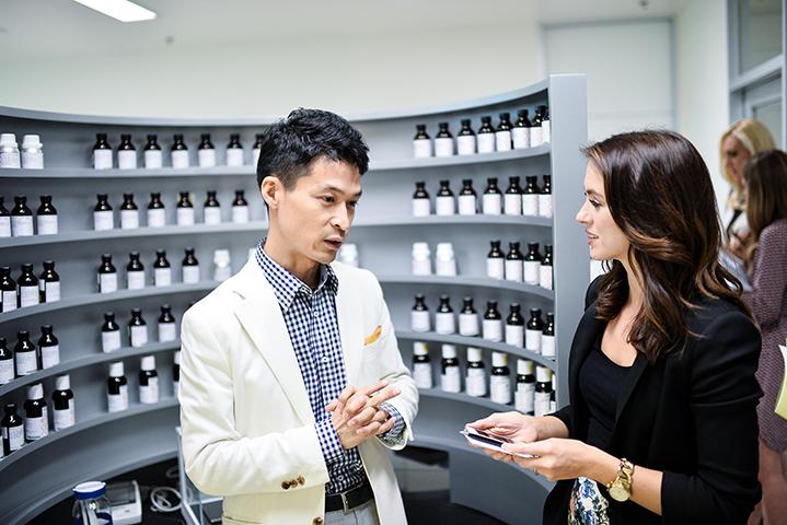 Sigourney interviewing Pantene perfumerJunji Hamano