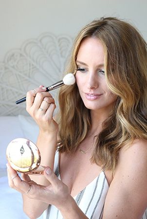 Samantha loves using Charlotte Tilbury highlighter to contour her cheeks.