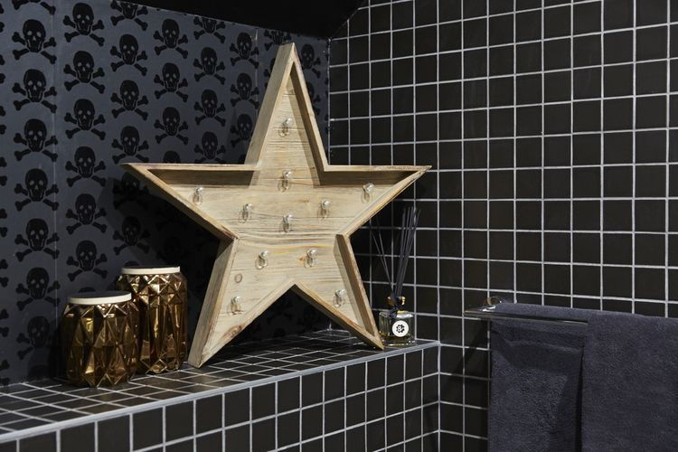 Stylish additions to the chic black bathroom