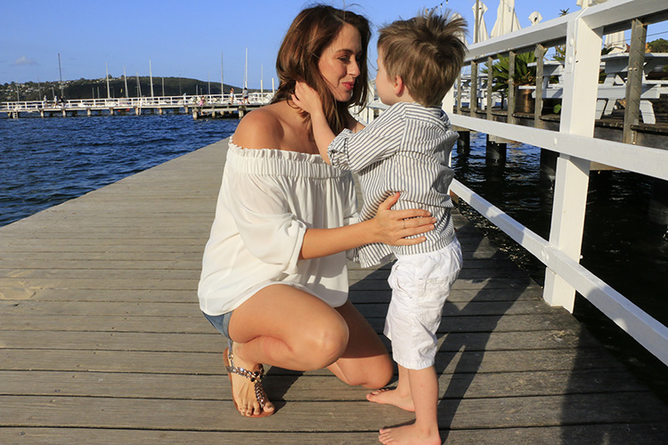 SIGOURNEY' HAVING A BEAUTIFUL MOMENT WITH HER THREE YEAR OLD SON, MAX