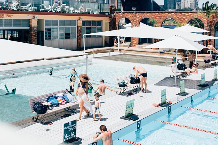 Sigourney takes Max to North Sydney pool