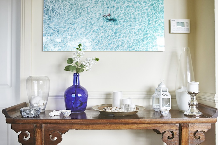 Bringing the outside in with art and trinkets that reflect the Sydney Harbour surroundings