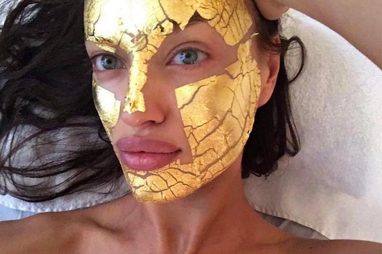 Irina-Shayk-gold-face-mask.jpg