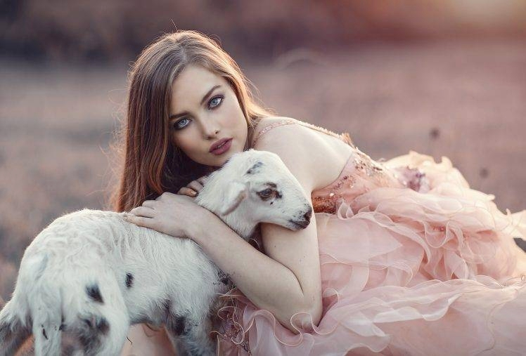 340644-women-model-animals-Lamb-748x507.jpg