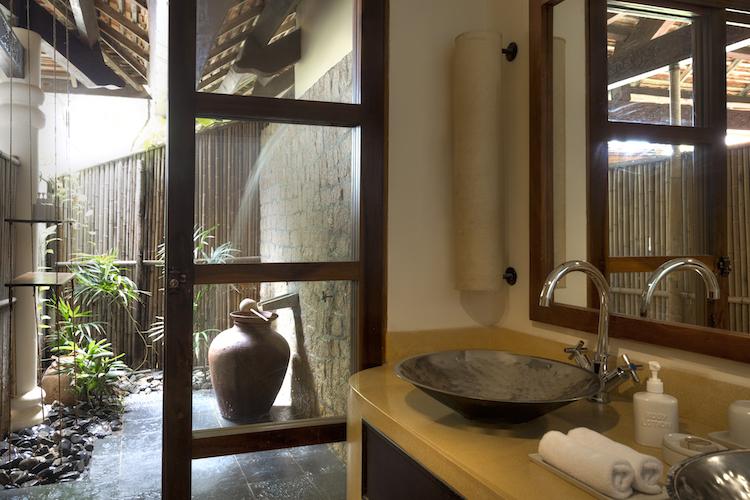 Outdoor showers at the Evason Ana Mandara
