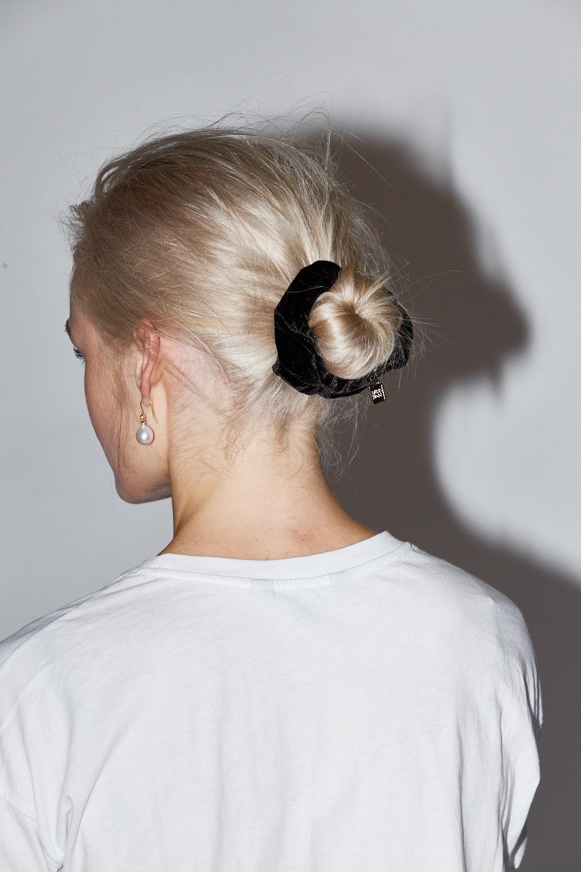 Scrunchie:  Paris Mode . Earrings Kailis Jewellery