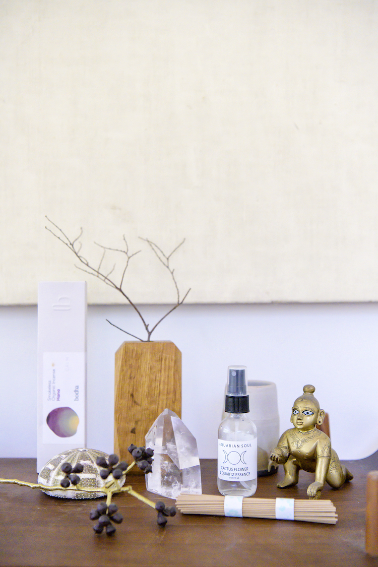 Bodha Incense  / Crystal Spray from  Rock & Co  / Gold sculpture from Poppy Kural